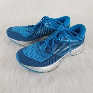 Brooks Levitate running sneakers